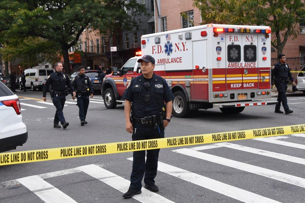 الشرطة أمام النادي حيث وقع إطلاق النار