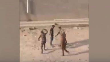 فيديو مروع.. انهالوا ضرباً على عراقي يحمل علماً!