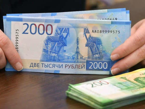 روسيا تدرس تسوية صادرات الطاقة باليورو والروبل