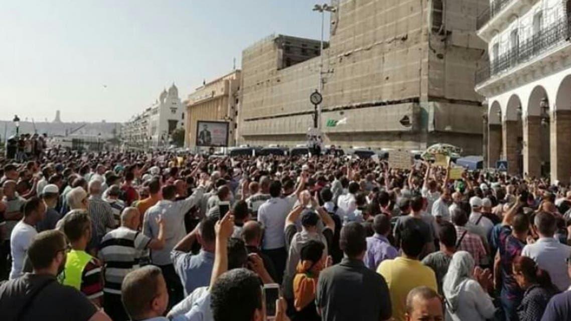 تظاهرات ضد مشروع قانون لرفع أسعار المحروقات في الجزائر