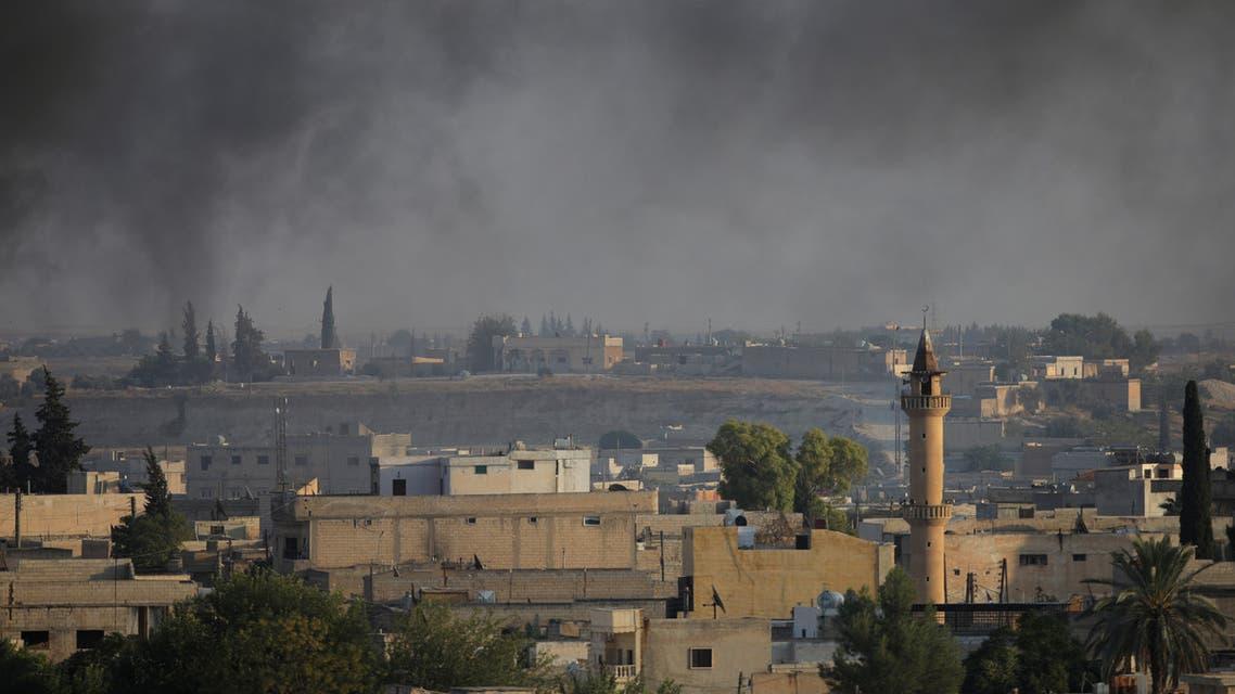 دخان فوق مدينة تل أبيض الحدودية السورية