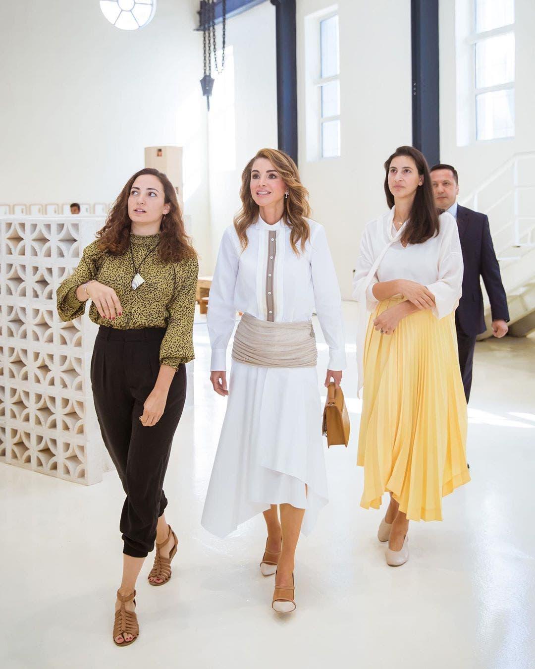الملكة رانيا خلال فعاليات أسبوع عمان للتصميم