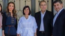 3 إطلالات مثاليّة لهذا الخريف اعتمدتها الملكة رانيا