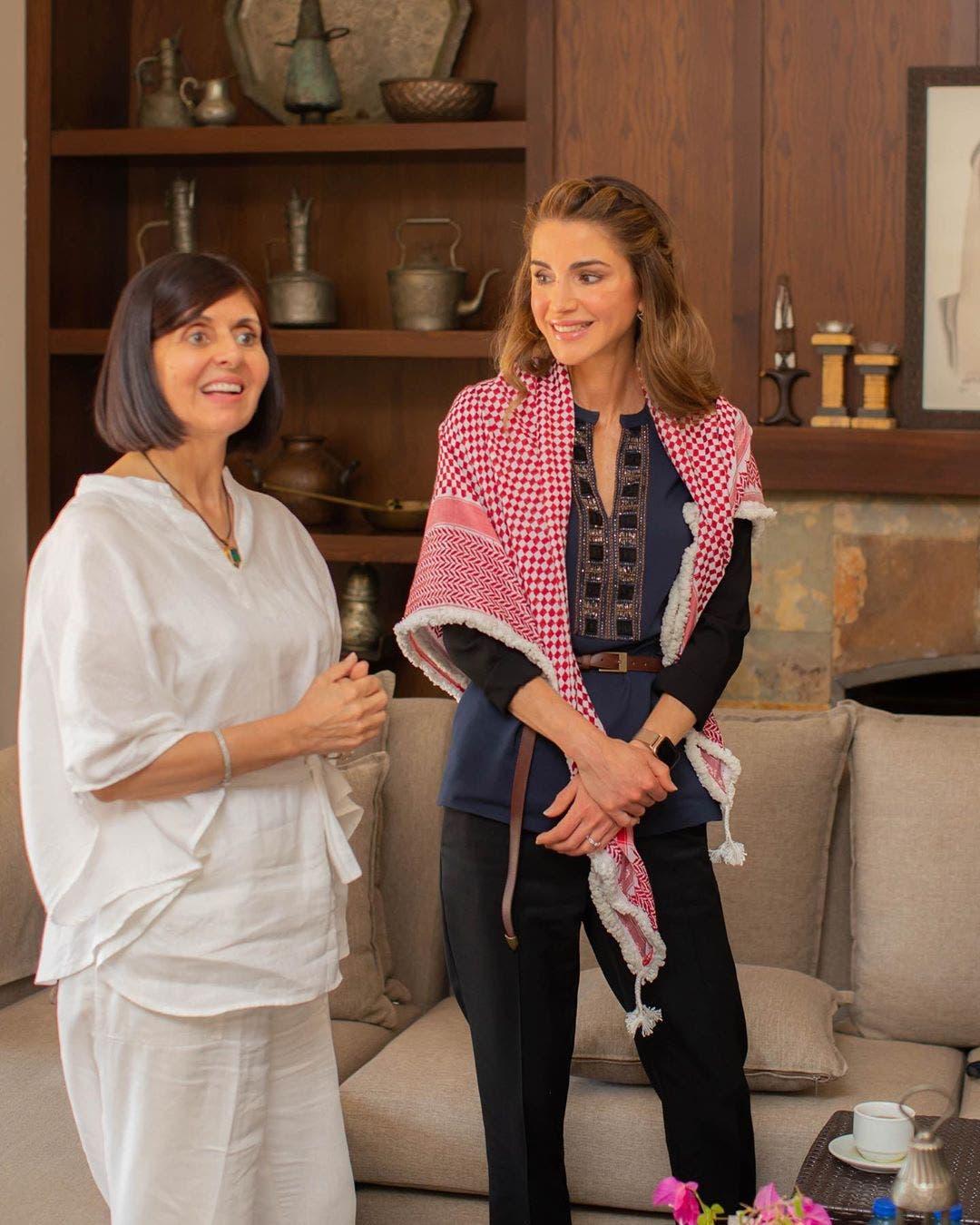 الملكة رانيا خلال لقاء مع مجموعة من السيدات الأردنيّات