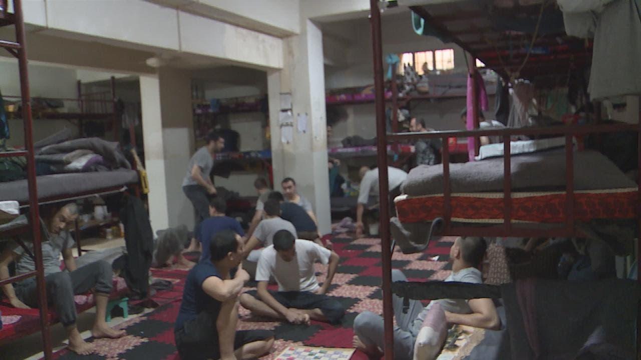 صورة من داخل أحد  السجون التي يتواجد فيها عناصر داعش شمال سوريا