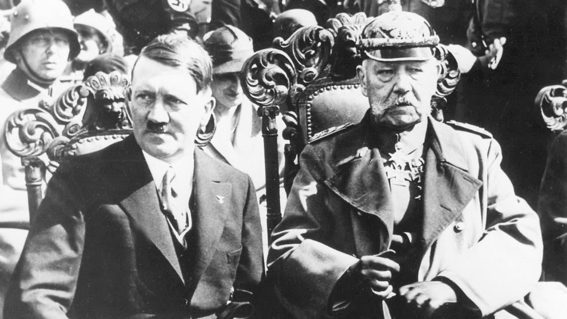 صورة تجمع بين هتلر وهيندنبورغ