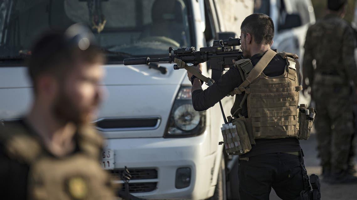 عنصر من قوات سوريا الديمقراطية(فرانس برس)
