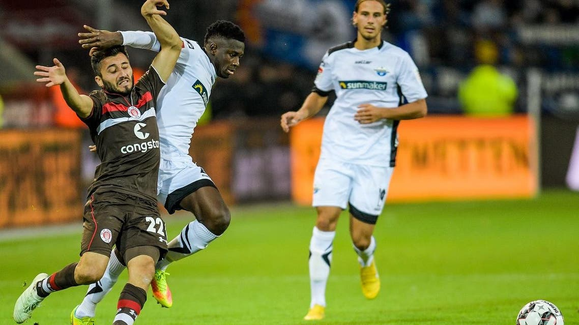 St Paulis' Cenk Sahin (L) and Paderborn's Jamilu Collins vie for the ball during the German second division Bundesliga football match St Pauli v Paderborn in Hamburg, northern Germany on September 26, 2018. (AFP)