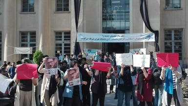 طلاب يتظاهرون ضد روحاني بسبب اعتقال العشرات من زملائهم