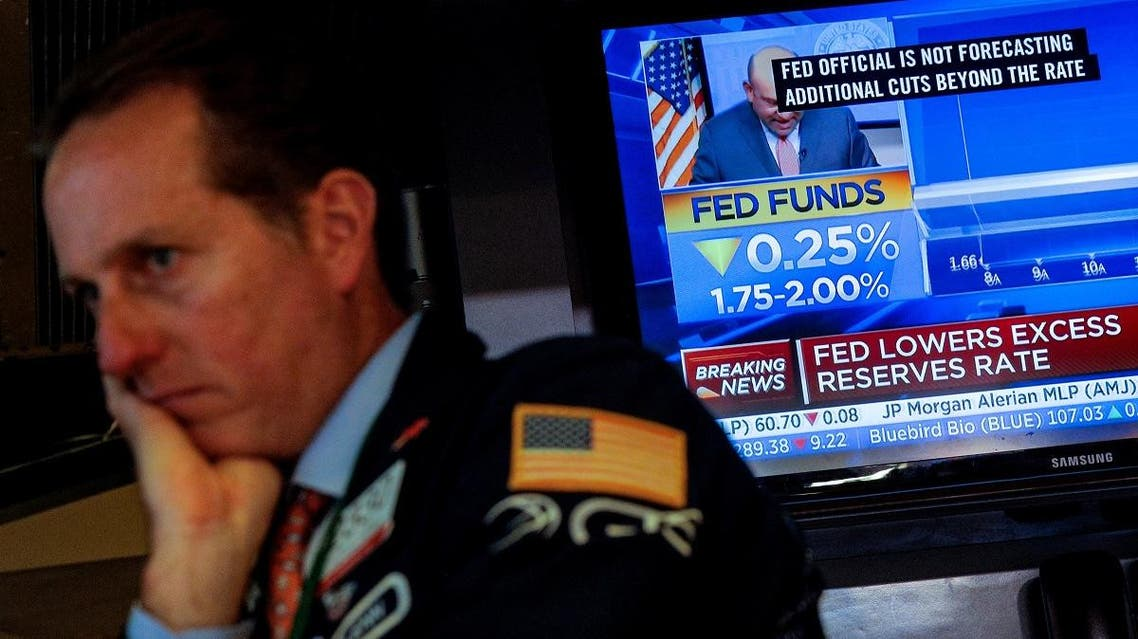 A screen displays the U.S. Federal Reserve interest rates announcement as traders work on the floor of the NYSE in New York. (File photo: Reuters)