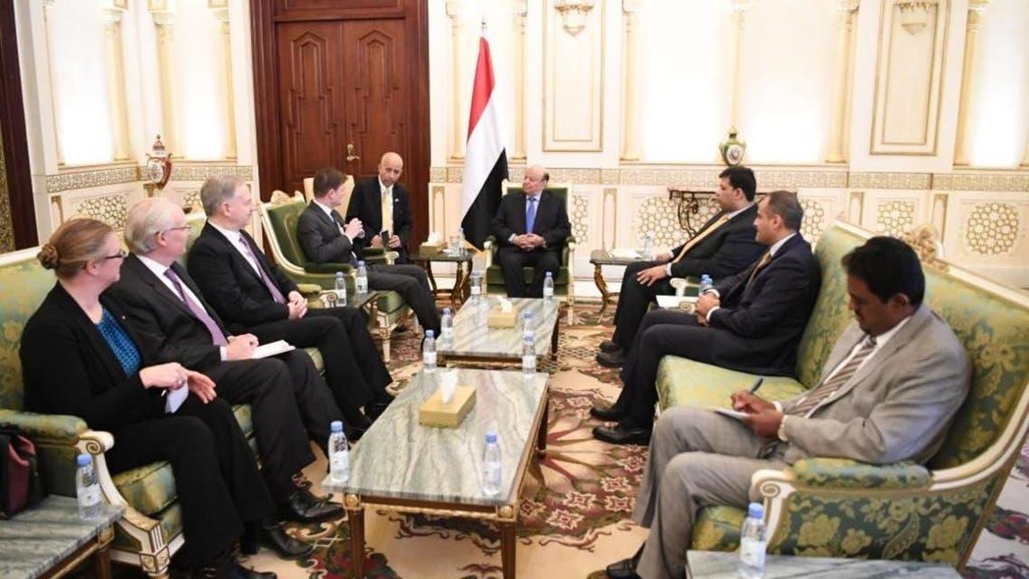 الرئيس اليمني خلال استقباله للمسؤول الأميركي