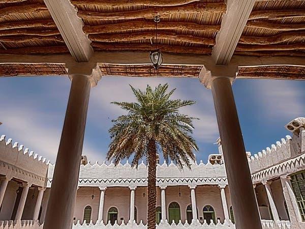 سعودي يأخذه الحنين إلى البيوت التاريخية.. هذه قصته
