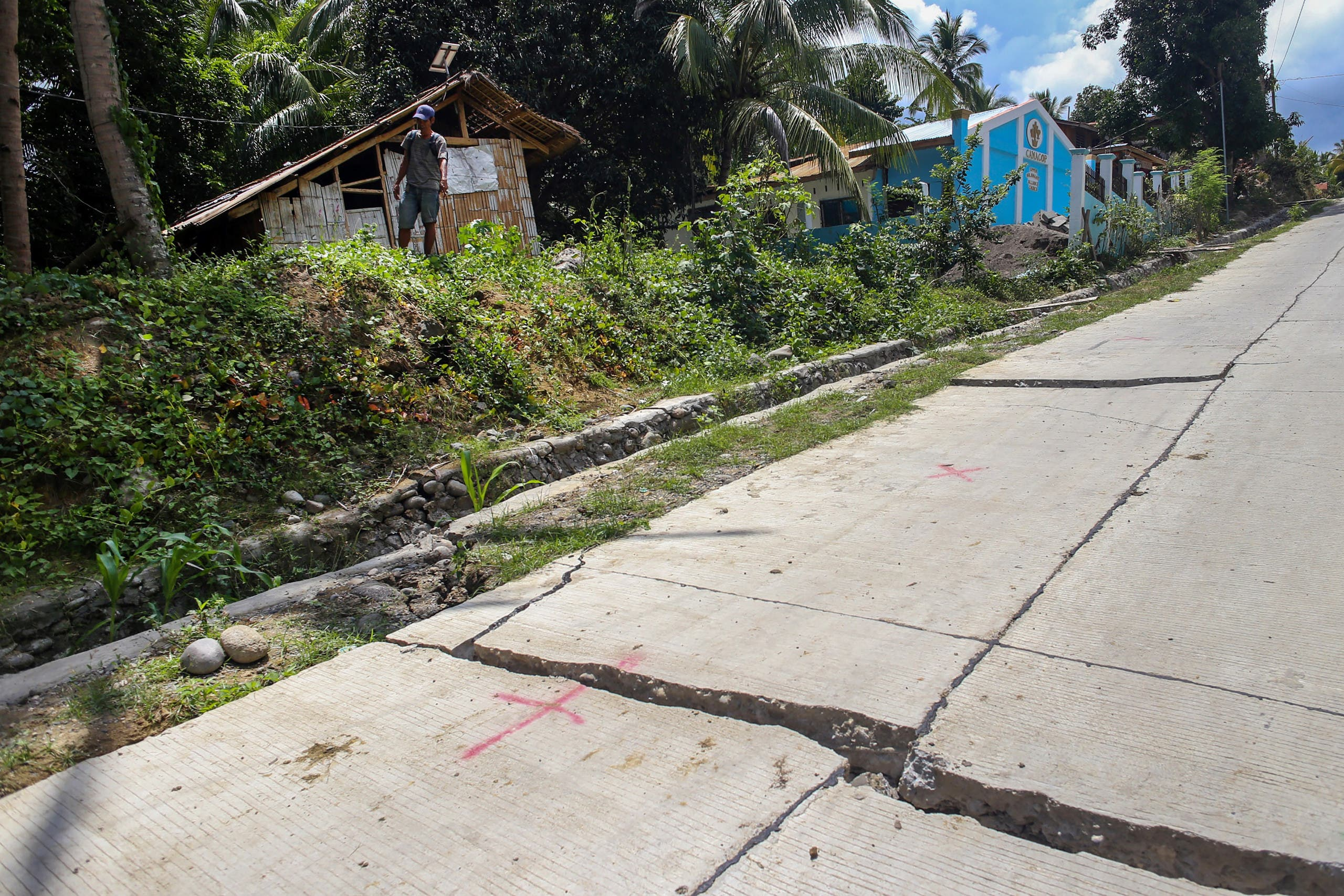 A cracked road in the Philippines earthquake October 17 2019 - AFP