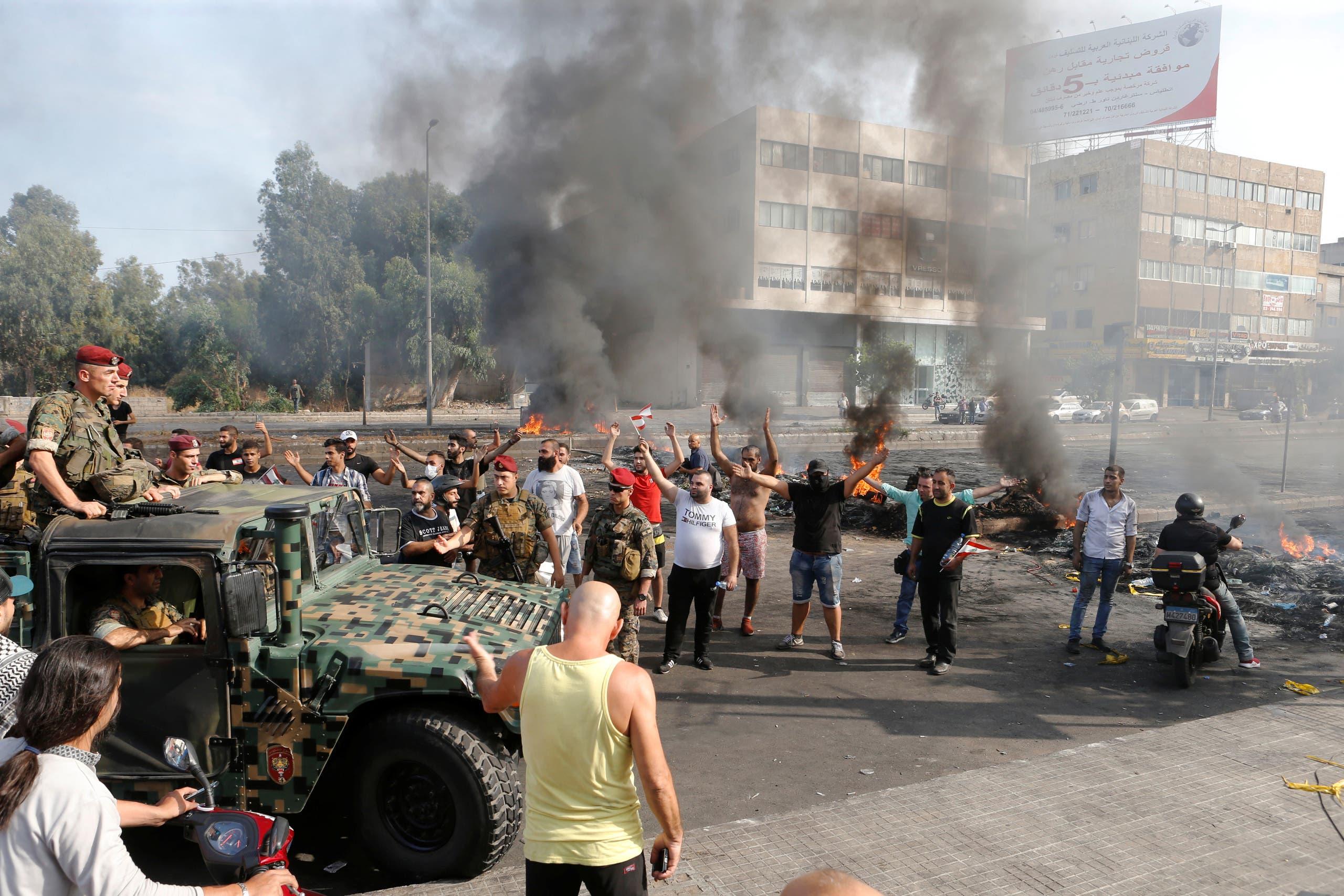 من تظاهرات لبنان(18 أكتوبر- رويترز)