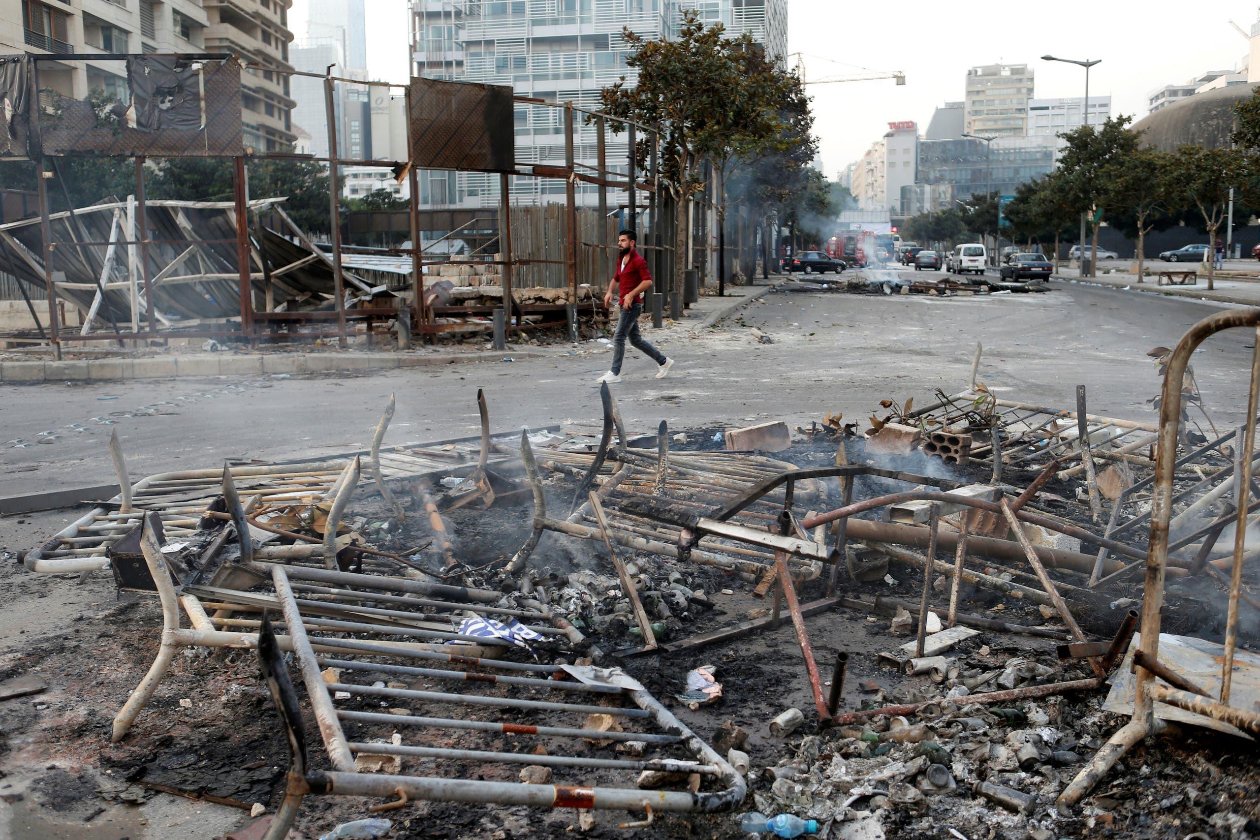 مخلفات التظاهر أمس في بيروت(رويترز)
