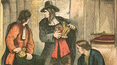"""سرق مجوهرات تاج إنجلترا.. فعاقبه الملك بـ """"مكافأة"""""""