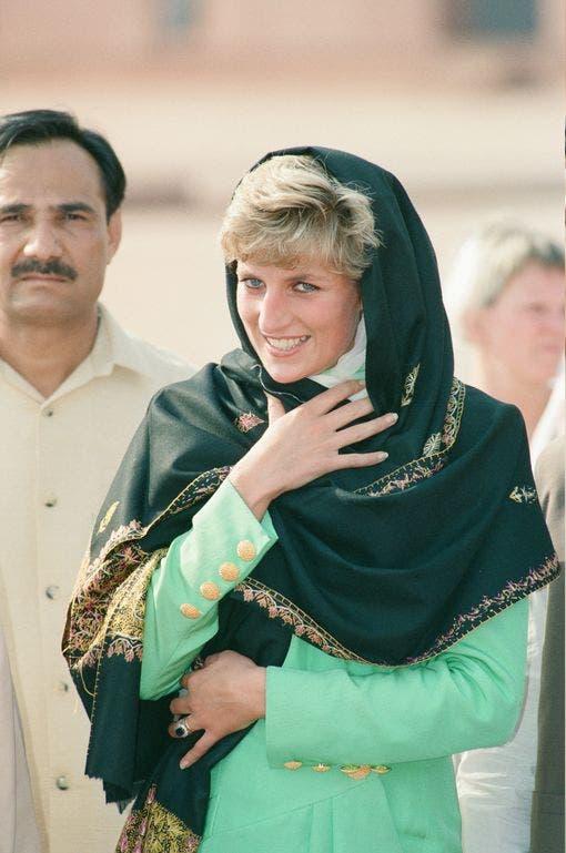 ديانا تزور المسجد نفسه في العام 1991