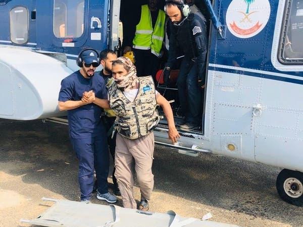 شاهد.. طيران الأمن ينقذ 3 أشخاص من منطقة جبلية بالباحة