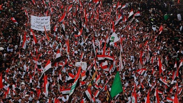 """آلاف العراقيين يهتفون في كربلاء.. """"يا فاسد اطلع برا"""""""