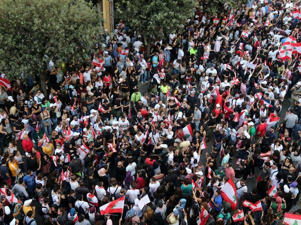 بنوك لبنان مقفلة.. وموظفوها متضامنون مع الاحتجاجات