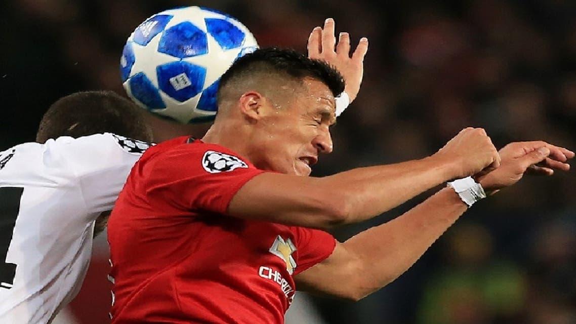 من نطح الكرة بالرأس يعتل الجهاز العصبي