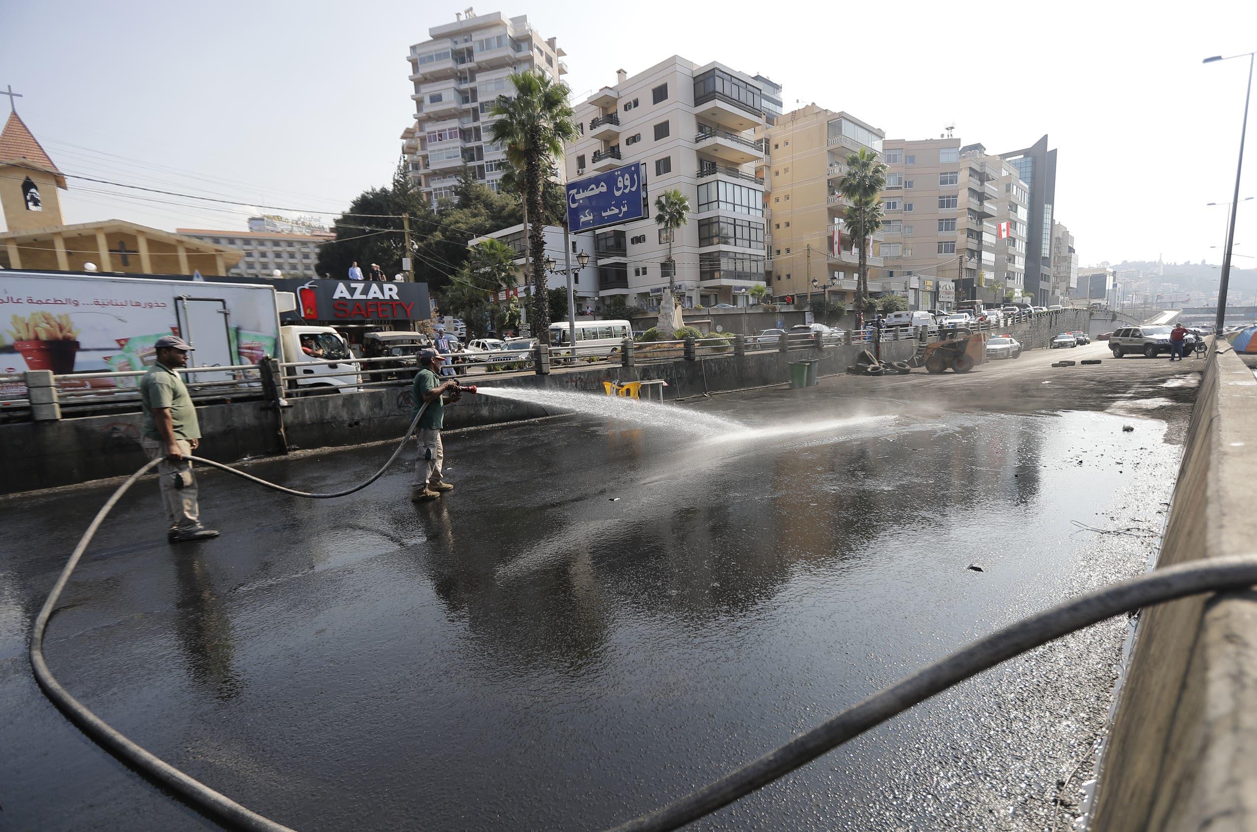 تنظيف طريق تم فتحه اليوم