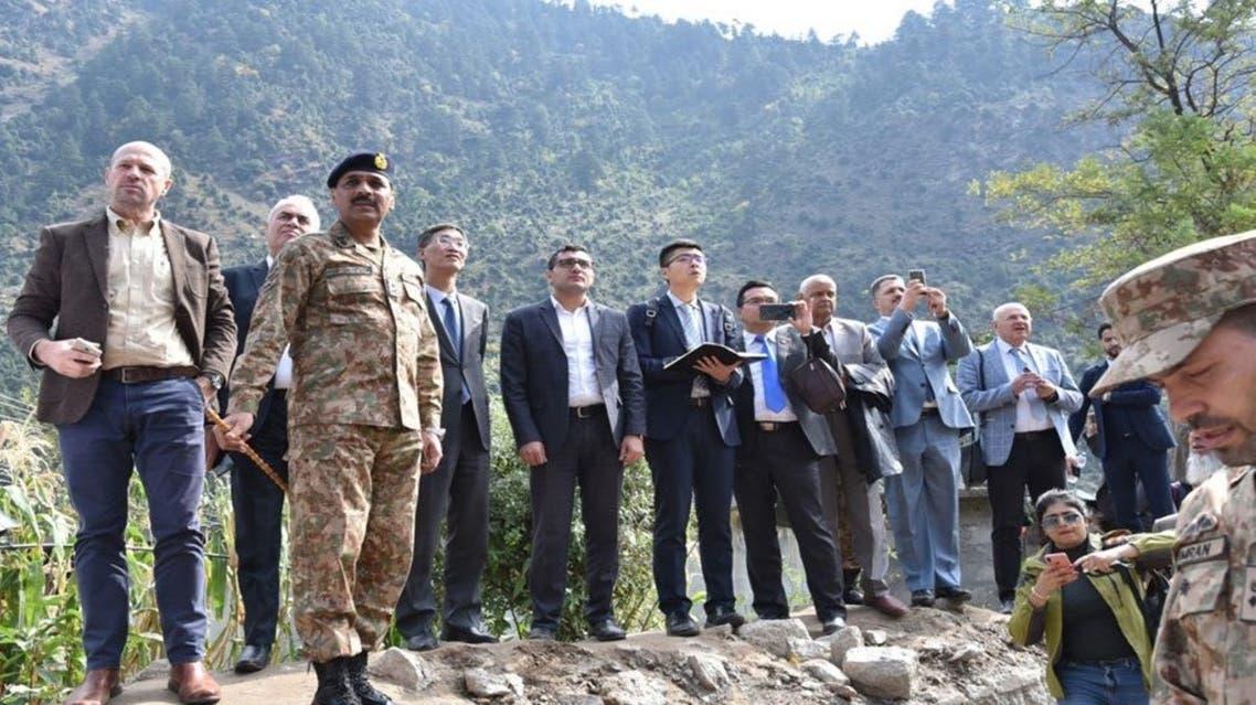 صورة لجولة الجيش الباكستاني مع وفد من السلك الدبلوماسي
