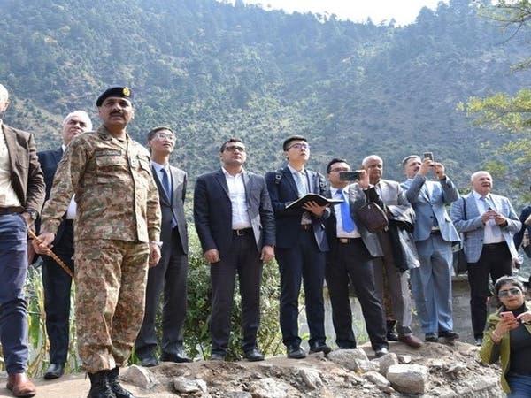 الجيش الباكستاني يصطحب دبلوماسيين لكشمير وسط غياب هندي