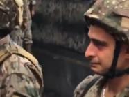 شاهد جندياً من الجيش اللبناني يبكي أثناء فتح الطرقات