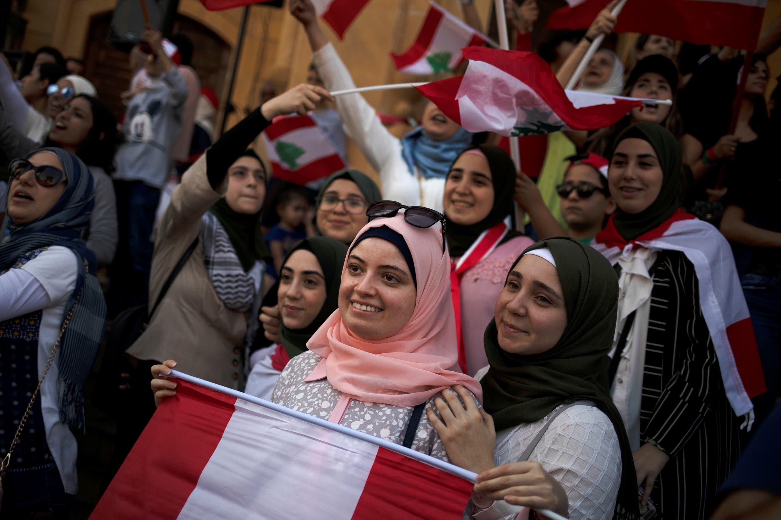 من تظاهرات وسط بيروت(22 أكتوبر- رويترز)
