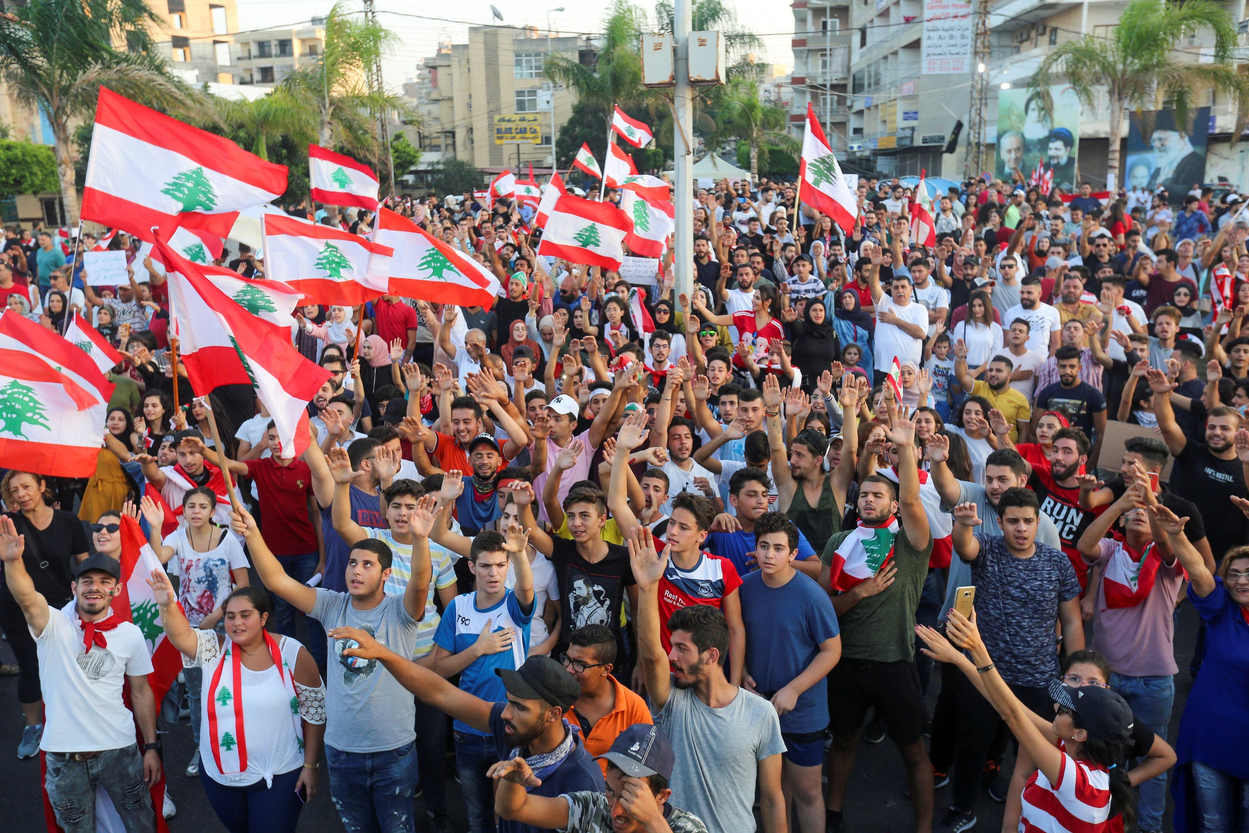 تظاهرات في صور (22 أكتوبر- رويترز)