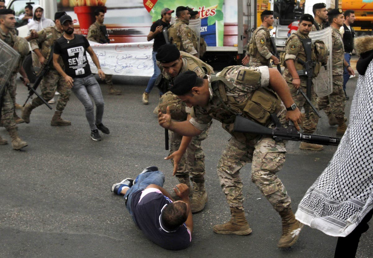 Lebanese army opens blocked roads. (AFP)