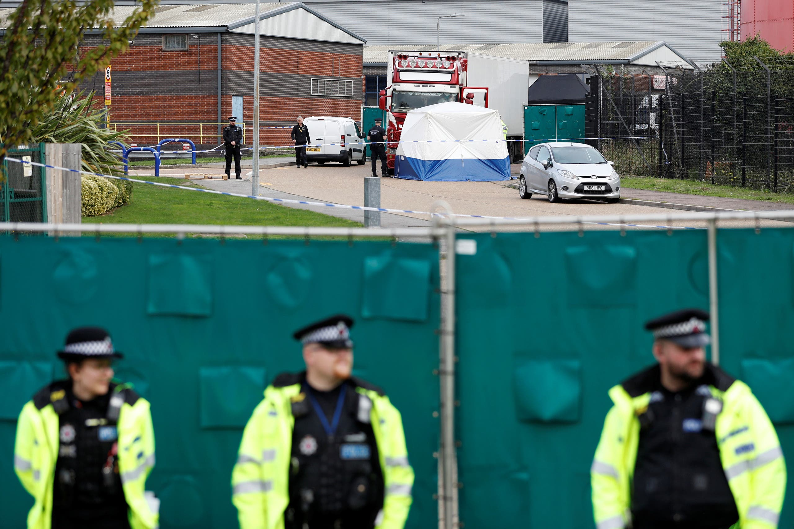 من موقع العثور على الجثث في بريطانيا (فرانس برس)