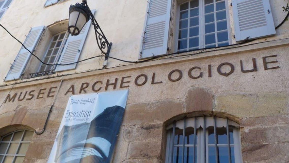 المتحف الذي تطوقه الشرطة الفرنسية