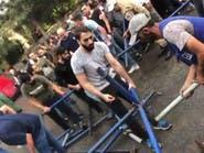 """""""زعران حزب الله"""".. يرفعون العصي على المحتجين في النبطية"""