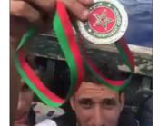 شاهد.. رياضي مغربي يلقي ميداليته ويهاجر بقارب الموت