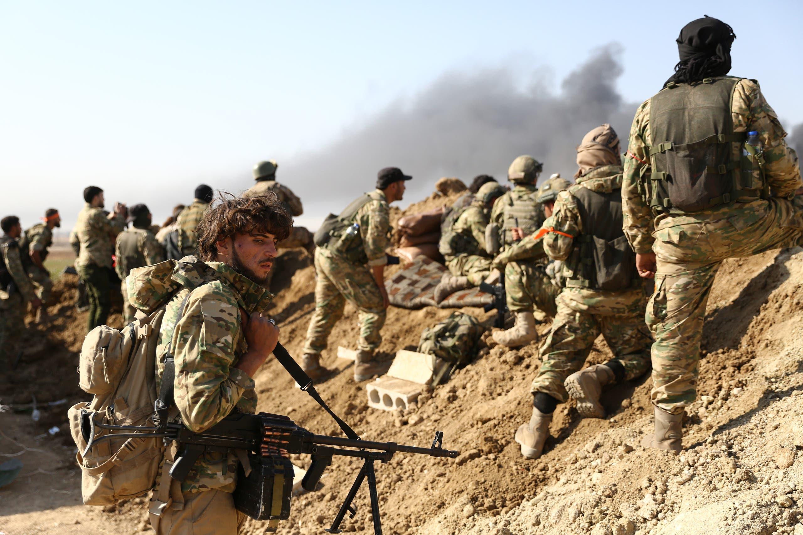 قوات تركية وفصائل مسلحة موالية لأنقرة من حدود بلدة رأس العين
