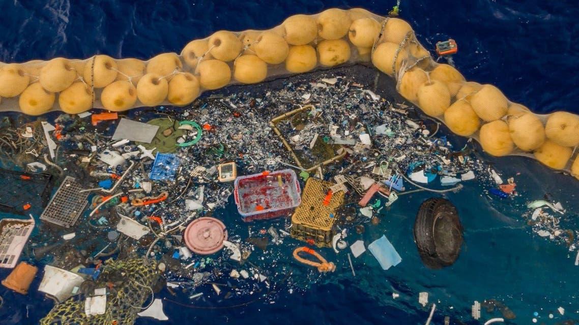 معدة تجمع النفايات من الأنهار