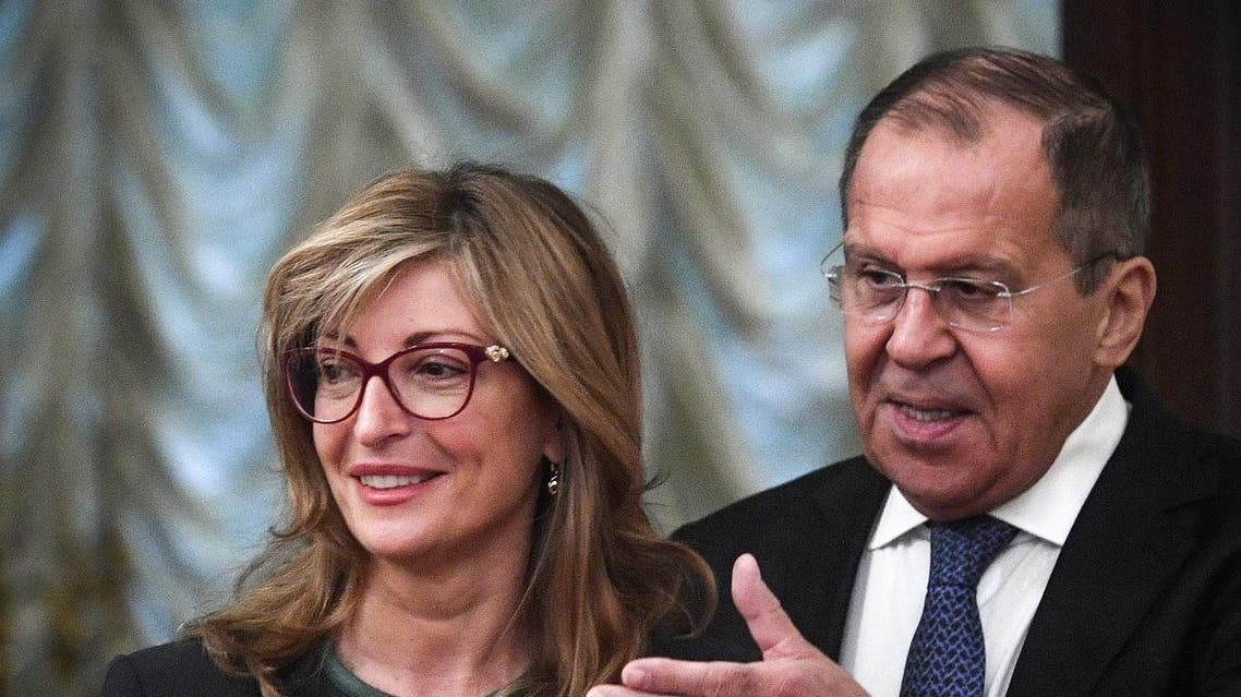 Russian Foreign Minister Sergey Lavrov (R) invites his Bulgarian counterpart Ekaterina Zaharieva to start their talks in Moscow on October 21, 2019. (File photo: AFP)