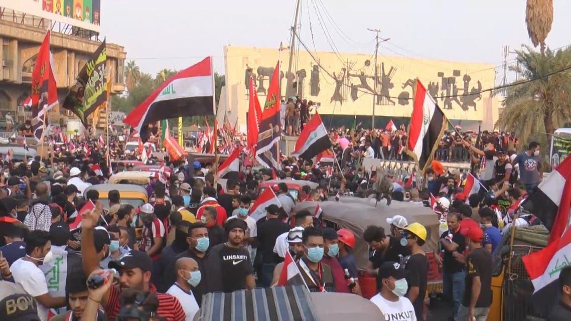 زعيم التيار الصدري ينضم للمتظاهرين في النجف