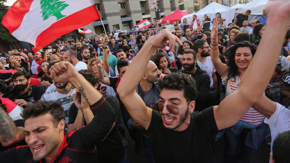 محتجون لبنانيون في بيروت الثلاثاء