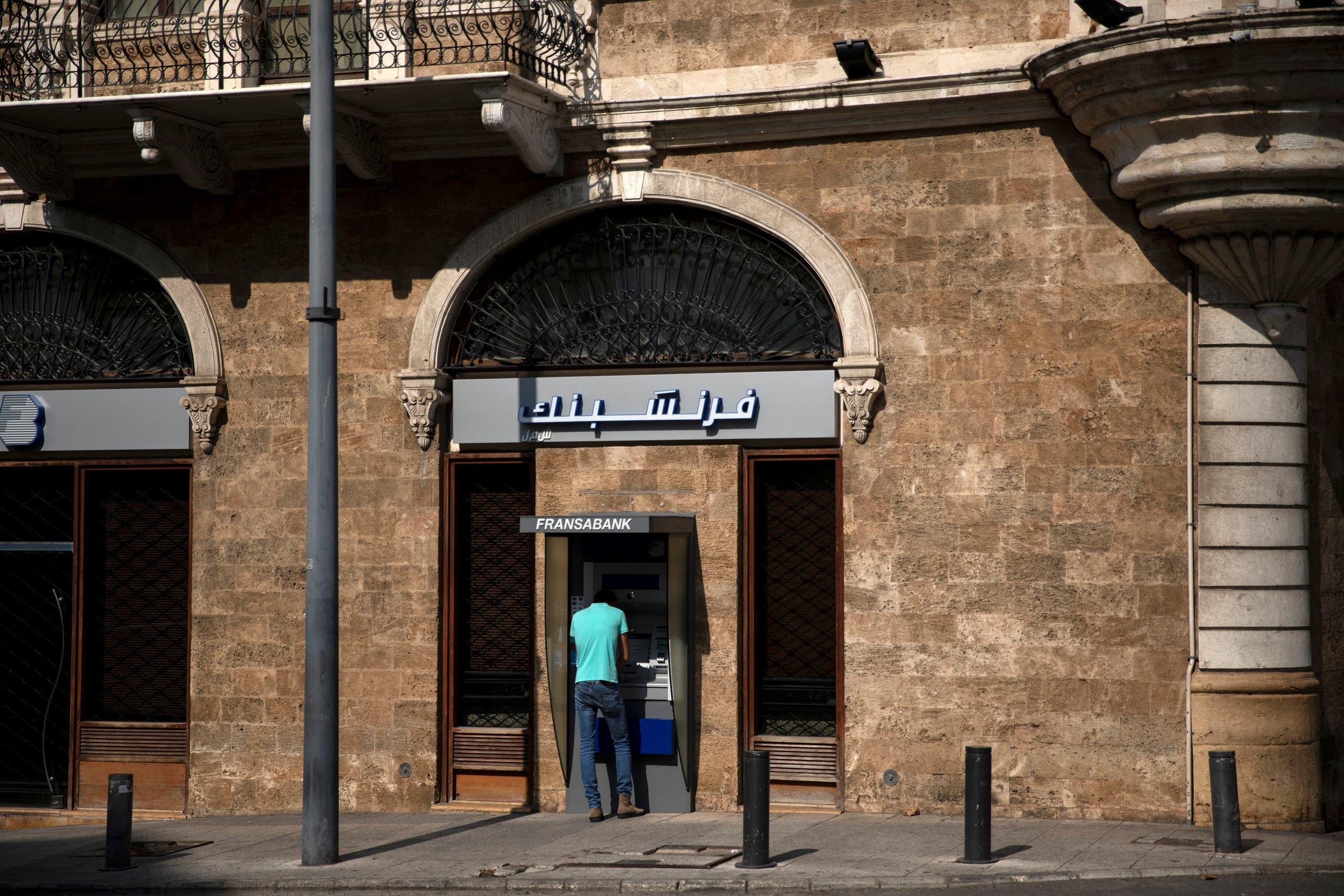 أحد البنوك في بيروت