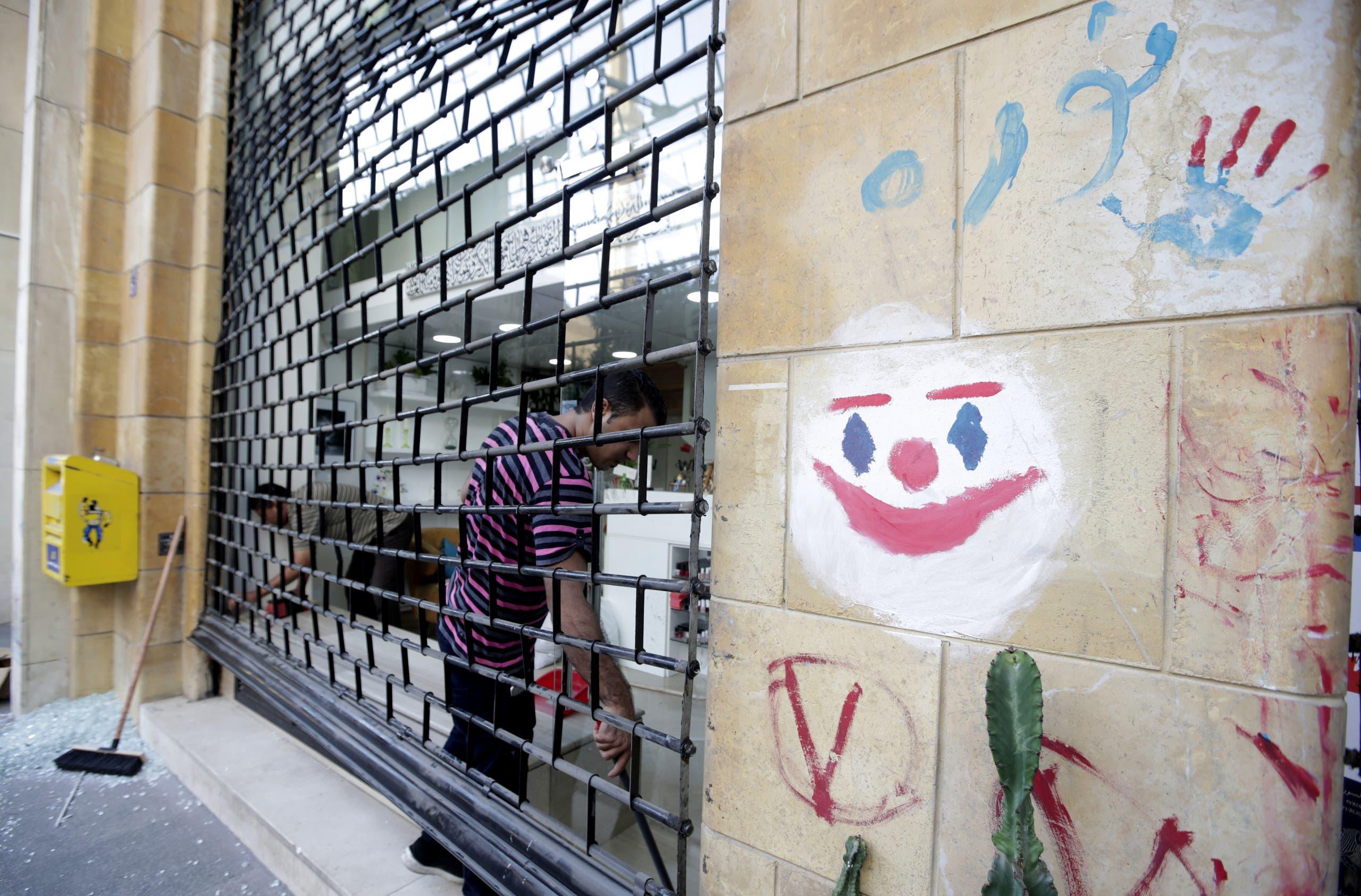 قناع الجوكر مرسوم على أحد جدران بيروت