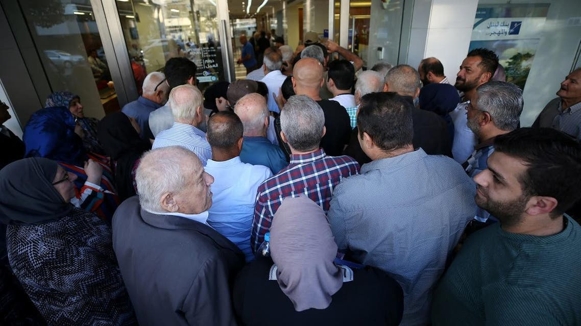 People queue outside a branch of Blom Bank in Sidon, Lebanon November 1, 2019. REUTERS