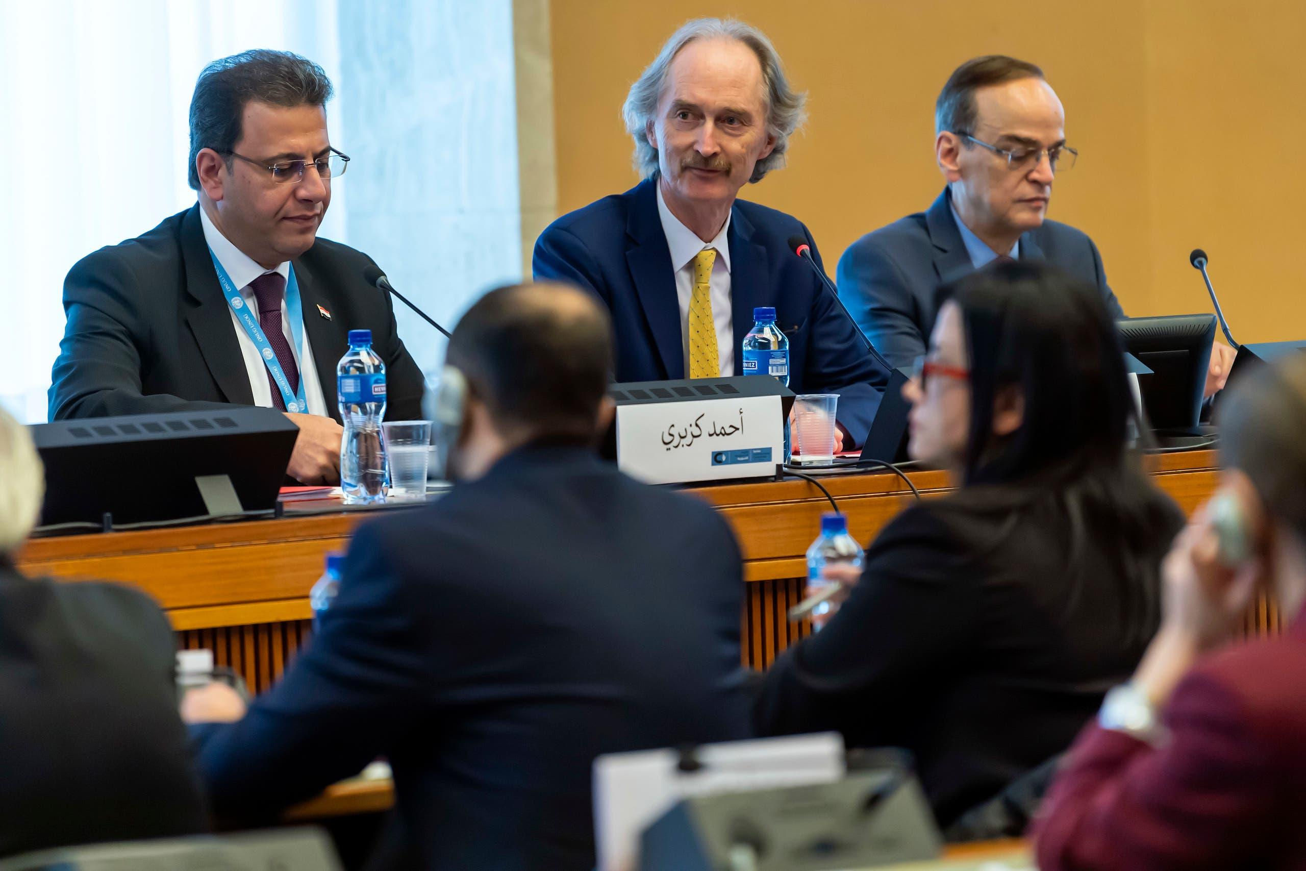 المبعوث الدولي الخاص إلى سوريا غير بيدرسون ورئيس وفد النظام  أحمد الكزبري (فرانس برس)