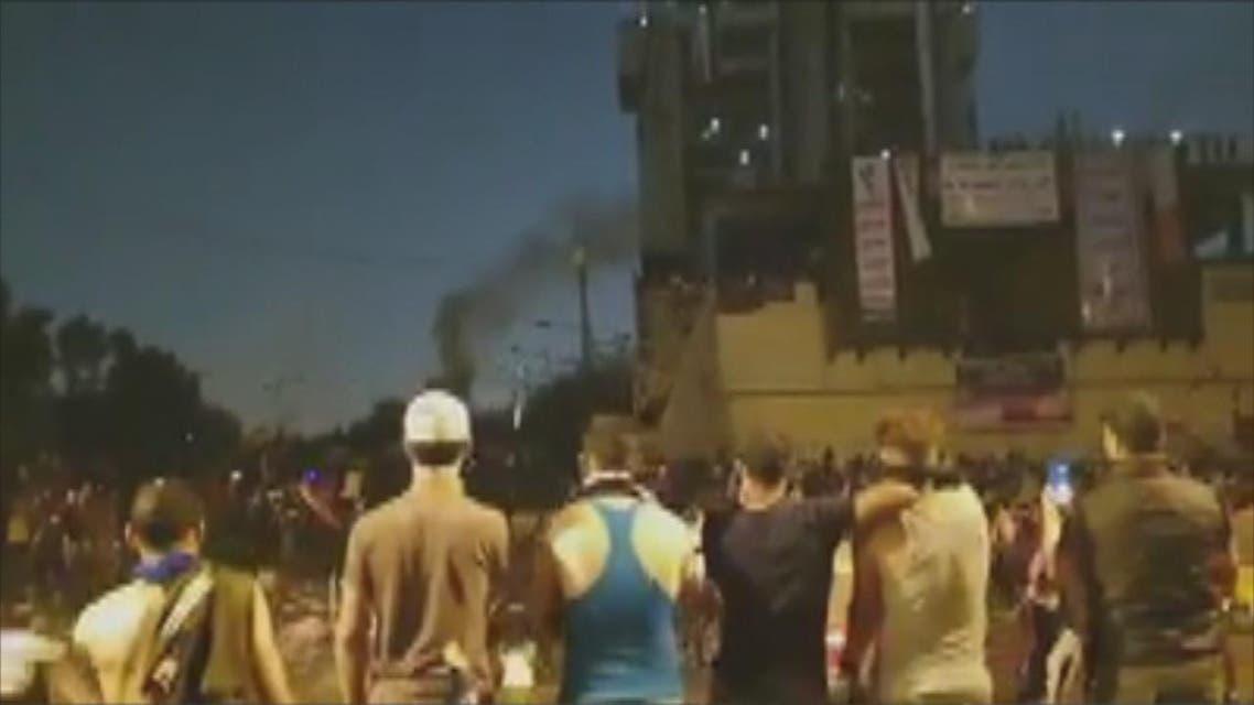 THUMBNAIL_ الأمن العراقي يطلق الغاز المسيل للدموع على المتظاهرين وسط بغداد