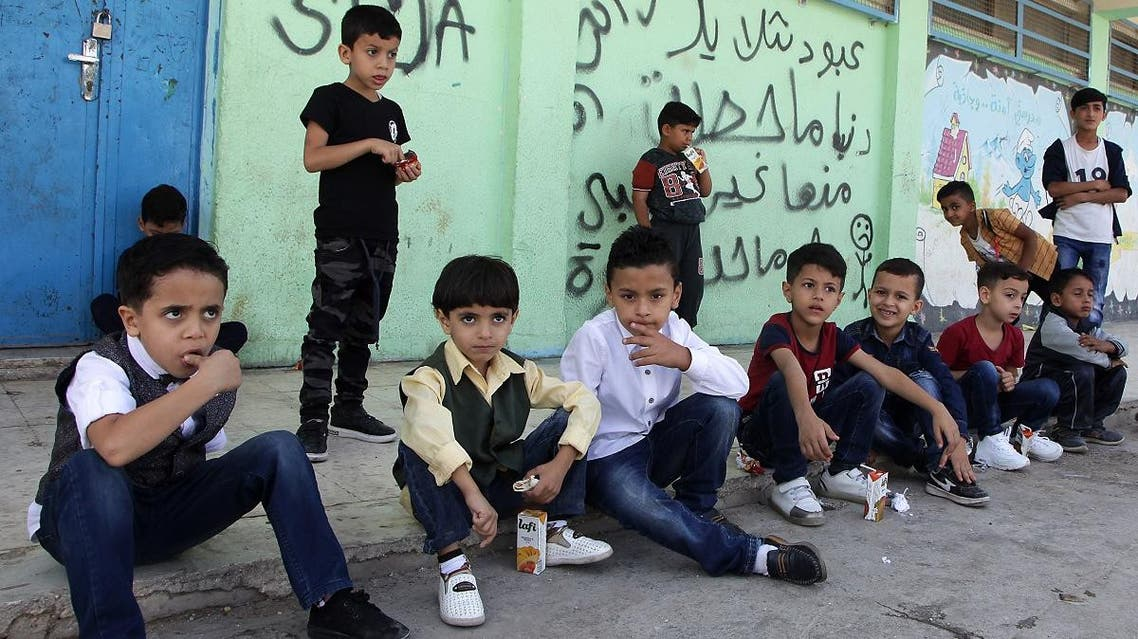 Palestinian refugee pupils wait outside a United Nations Relief and Works Agency's (UNRWA, UN agency for Palestinian refugees) school, in the Baqa'a Palestinian refugee camp, near Amman, on 2 september 2018. (AFP)
