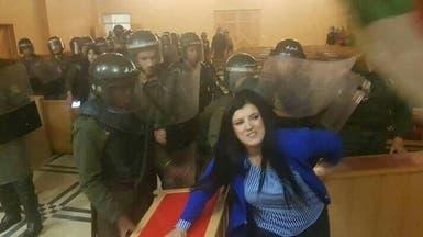 شاهد.. شرطة الجزائر تقتحم المحاكم لفض إضراب القضاة