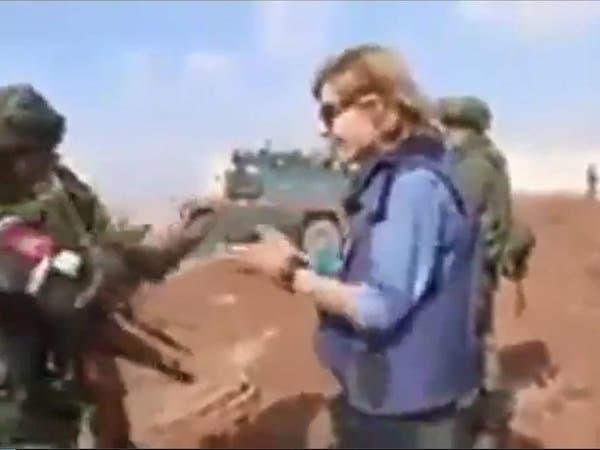 مراسلة سورية لجندي حاول منعها من التصوير: هذه أرضنا