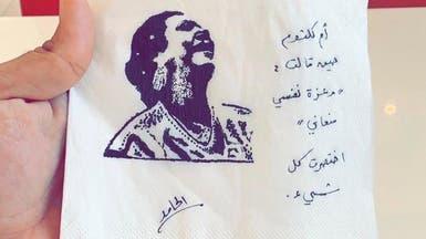بالصور.. سعودي يحول المناديل إلى لوحات فنية